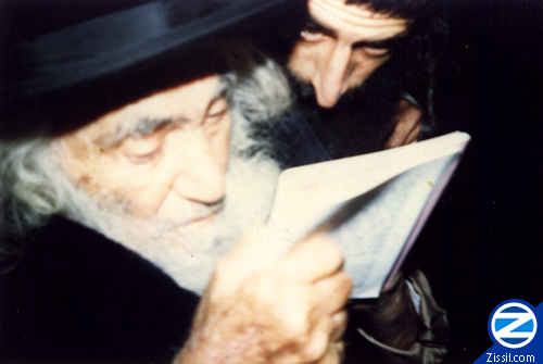 File:00000557-saba-reading-tikkun-klali.jpg