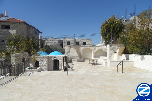 File:00000186-outside-kever-shmaya-and-avtalyon.jpg