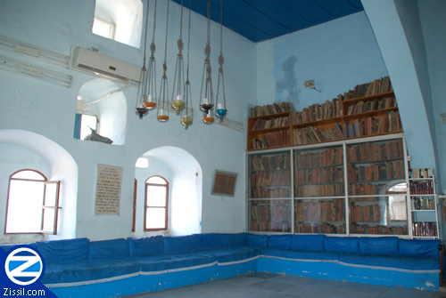 File:00000290-old-sefarim-yosef-caro-synagogue.jpg