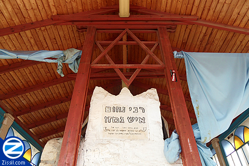 File:00000938-looking-up-at-kever-rebbe-nachum-ish-gamzu.jpg
