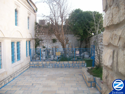 File:00000155-courtyard-abuhav-synagogue.jpg
