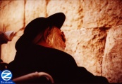 00000523-saba-praying-near-kotel.jpg